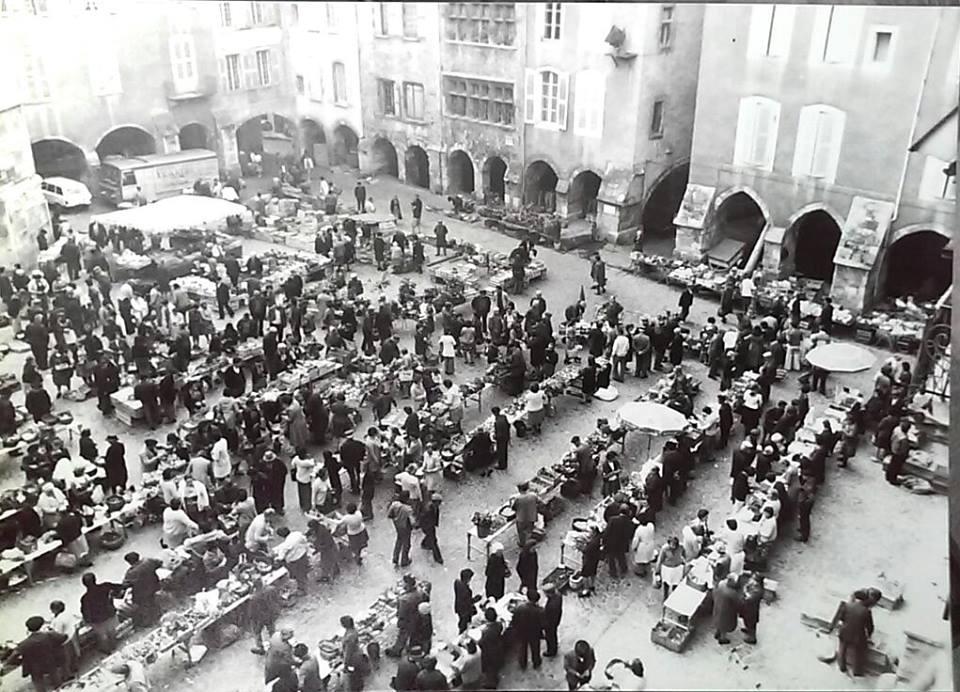 Photo ancienne de Villefranche-de-Rouergue, marché du jeudi