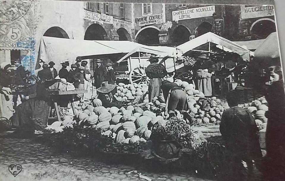 Photo ancienne de Villefranche-de-Rouergue, marché du jeudi 2